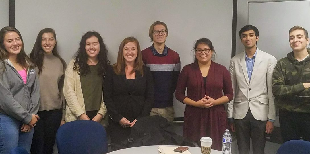 Attorney Danielle McKinley meets with UIC pre-law students.