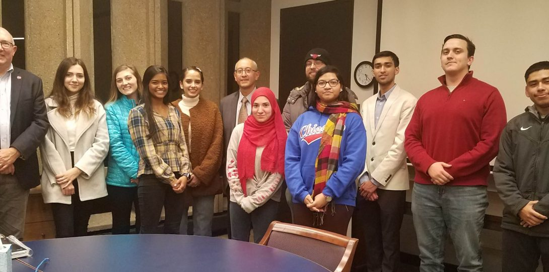 Judge Mark Lopez visits UIC pre-law students.